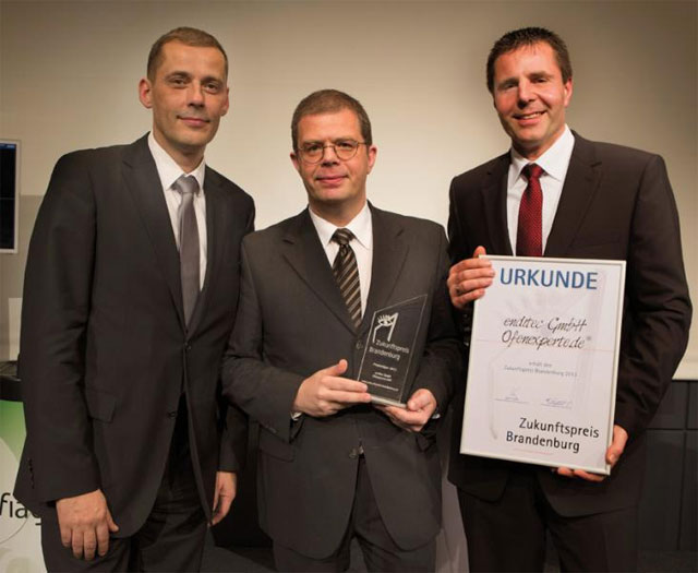 Geschäftsführer René Bienek, Unternehmenssprecher Oliver M. Zielinski und der Technische Leiter Rigo Holinski (von links) präsentieren den Zukunftspreis