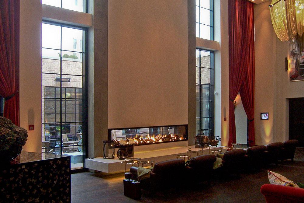 Tunnelkamin in der Lobby des Hotel Zoo