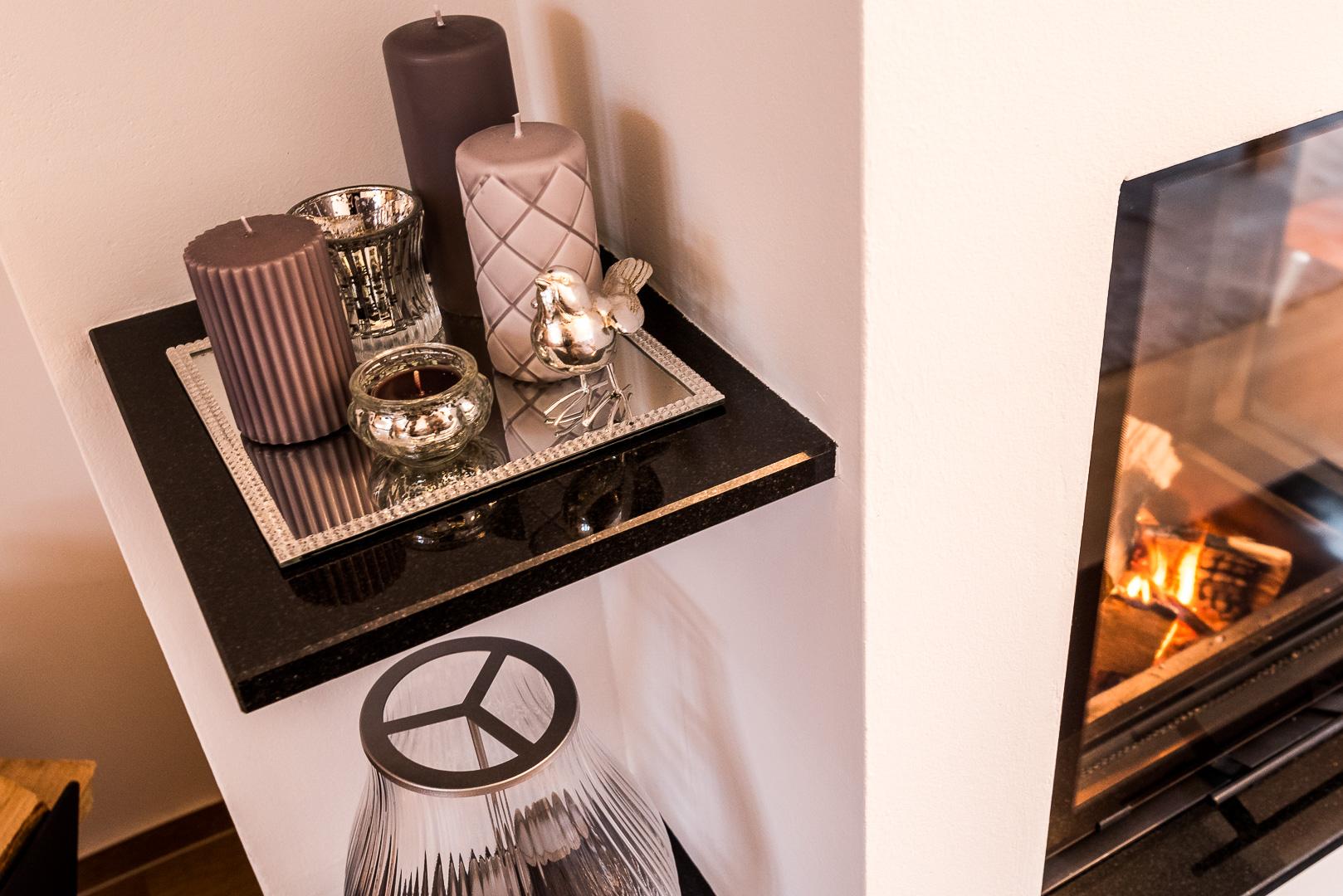 Die Regalböden sind aus dem gleichen Material wie der Feuertisch gefertigt.